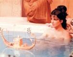 Cleopatra-in-milk-bath-Elizabeth-Taylor